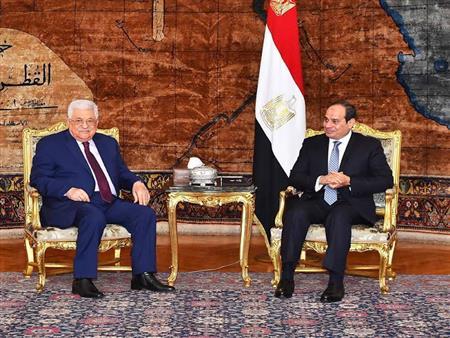 """أبومازن لـ""""السيسي"""": قرار """"ترامب"""" جاء مفاجئًا رغم مرونة الموقف الفلسطيني"""