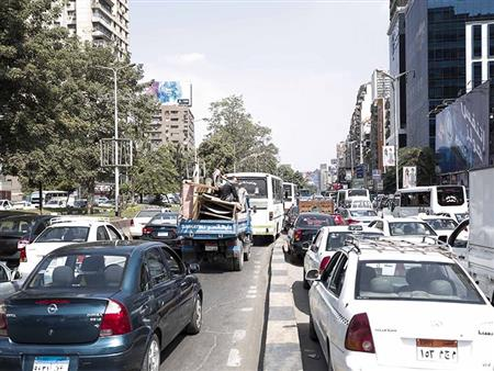 كثافات مرورية بشوارع القاهرة والجيزة مع بدء العام الدراسي