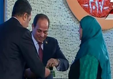 السيسي: المرأة المصرية