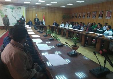 بالصور- وزير القوى العاملة يسلم ٦٣ عقد عمل للشباب بإحدى دول الخليج