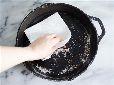 """بالفيديو- تعرف على فوائد مذهلة لـ """"الملح"""" في التنظيف"""