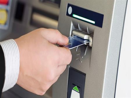 البنوك تغذي ماكينات الـ ATM بأقصى طاقاتها طوال أيام أجازة العيد