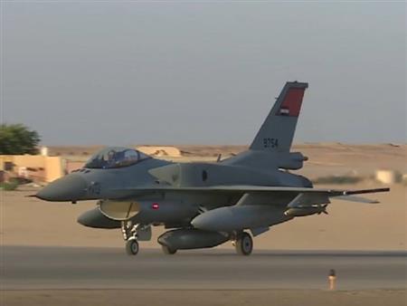 بالفيديو - القوات الجوية المصرية تحبط محاولة تسلل 12 سيارة محملة بالأسلحة على الحدود الغربية