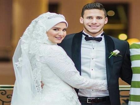 """بالصور.. فستان """"حبيبة إكرامي"""" زوجة رمضان صبحي يثير أزمة على فيسبوك"""