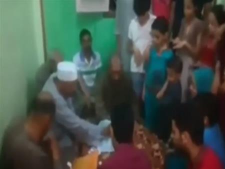 بالفيديو.. وفاة مأذون أثناء عقده قران ابنته بالقليوبية