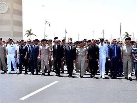 السيسي يتقدم مشيعي جثمان قائد المنطقة الشمالية العسكرية