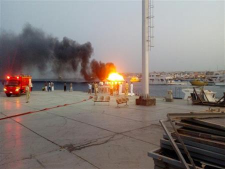 السيطرة على حريق نشب بثلاثة لنشات سياحية قرب ميناء الغردقة