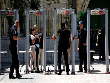 إسرائيل تزيل البوابات الإلكترونية عن الأقصى وتستبدلها بكاميرات