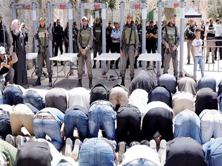 بعد إبعادهم بأمر المُحتل.. كيف يحمي حُراس الأقصى مسجدهم؟