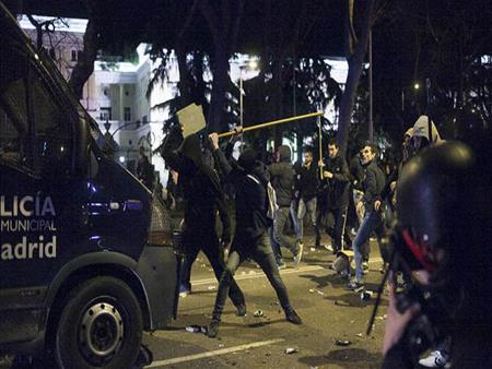 اشتباكات قرب موقع اعتداء الدهس ببرشلونة  بعد مظاهرة لليمين المتطرف