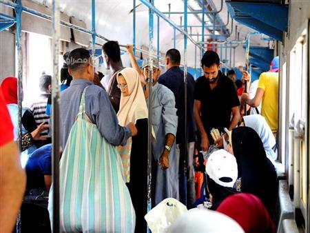 """بالصور- """"مصراوي"""" في قطار أبو قير.. """"غلابة ينتظرون وعد الرئيس"""""""