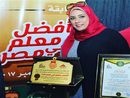 """أفضل معلم في مصر.. """"ولاء"""" هجرت الدروس الخصوصية واستخدمت الألعاب لتعليم """"العربية"""""""