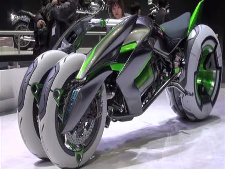 """شركة يابانية تكشف عن دراجة نارية """"متحولة"""" تتكيف مع كافة الطرق.. فيديو"""