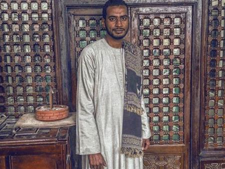 """من ذاق عرف.. """"عبده"""" يسافر من الغردقة للقاهرة منذ 11 عامًا لزيارة """"الحسين"""""""