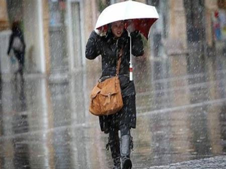 """""""الأرصاد"""" محذرة: موجة صقيع وأمطار تضرب الجمهورية.. والعظمي 15 درجة -فيديو"""