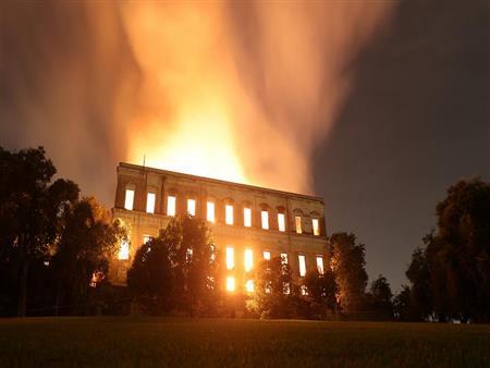 """في كارثة تشبه """"المجمع العلمي"""".. حريق ضخم بأكبر متحف للتكنولوجيا بالعالم في ألمانيا"""