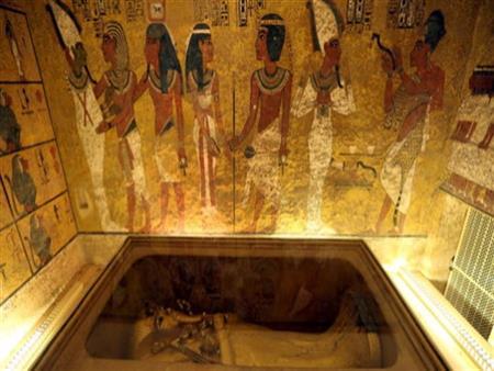 """""""ارحموا الملك"""".. عالم آثار يرد على التشكيك في مقبرة """"توت عنخ آمون"""""""