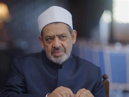 تقبيل يد الإمام الأكبر وتوقير أهل العلم