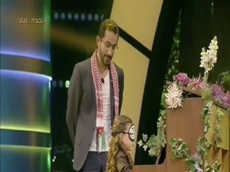 """بالفيديو.. عزف تارا الخوري يبهر أحمد حلمي في أولى حلقات برنامجه """"نجوم صغار"""""""