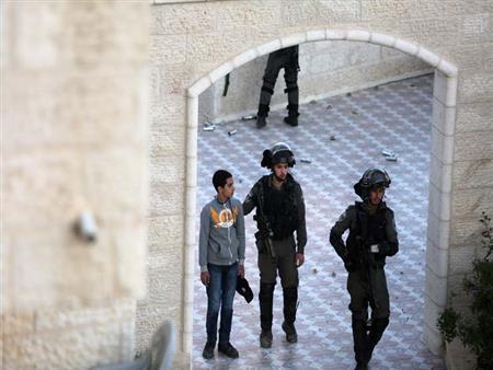 الاحتلال يقتحم وكالة الأنباء الفلسطينية القريبة من منزل الرئيس عباس (فيديو)