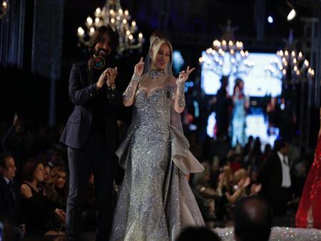 بـ10 ملايين دولار.. خبيرة موضة تعلق على فستان نيكول سابا المرصع بالألماس