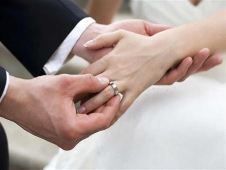 """أجبرت زوجها على """"الزواج من صديقتها"""".. وقاضته لإرغامه على التراجع.. ما القصة؟"""