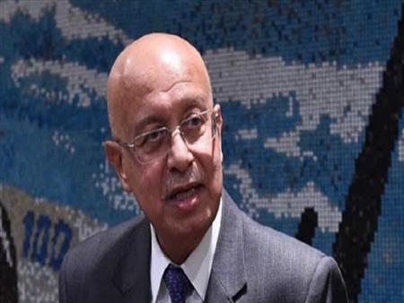 """وزير الصحة عن حالة شريف إسماعيل: """"زي الفل"""" - فيديو"""