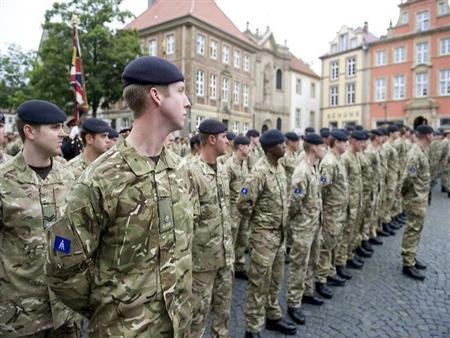 التايمز: تراجع رغبة البريطانيين في الانضمام للجيش
