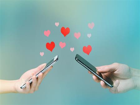 كيف يكون الحب على الفيسبوك؟ - مصطفى حسني
