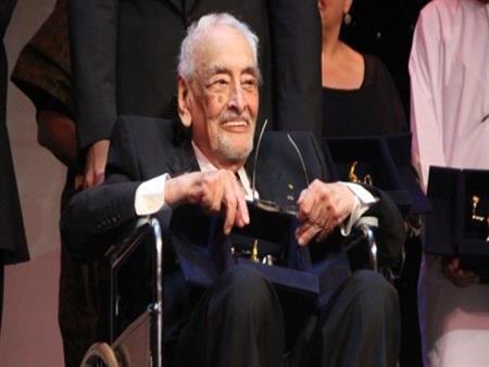 """جميل راتب يحضر افتتاح """"الأقصر السينمائي"""" على كرسيه المتحرك: كل الممثلين الموجودين أولادي"""