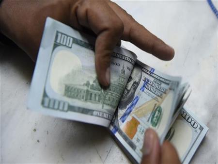 ماذا فعلت أسعار الدولار أمام الجنيه في 10 بنوك بنهاية الأسبوع؟