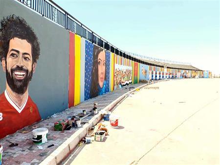 """رسام وزارة الإسكان.. """"عصران"""" يحول أكشاك الكهرباء للوحات فنية (حوار)"""