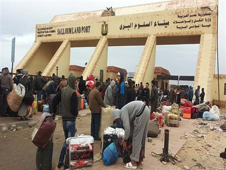 كيف تأثرت العمالة والتجارة والمصاهرة بعد زيادة الرسوم على المصريين في ليبيا؟