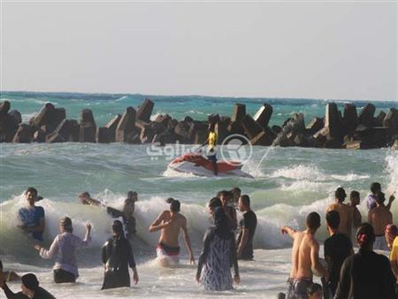 """""""شاطئ الموت"""" يبتلع الضحية رقم 21.. والنيابة تستدعي مدير عام شواطئ الإسكندرية"""