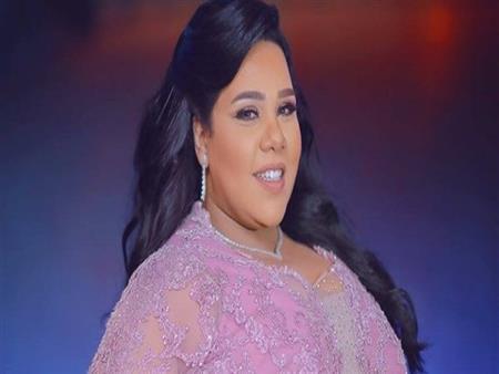 بالفيديو  هكذا احتفلت شيماء سيف بانتهاء أخر عروض مسرحيتها في الكويت