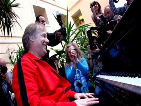 """مؤلف موسيقى """"تيتانك"""": سعيد بحفل عيد الحب في مصر """"أرض الحضارة"""""""