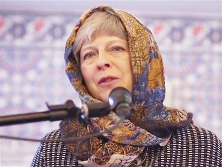 """""""زور مسجدي"""".. مبادرة بريطانية تتخذ من حجاب """"ماي"""" رمزًا لتعزيز الحوار بين الأديان"""