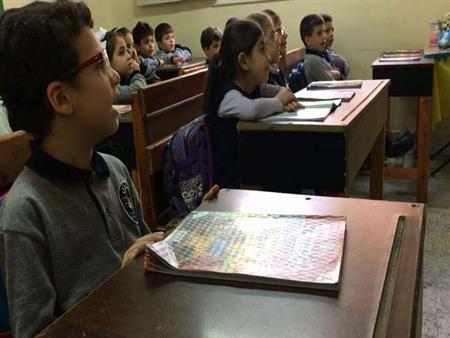 """""""تنمر وإقامة وكثافة"""".. لماذا يلجأ السوريون لمراكز دراسية خاصة بهم؟"""