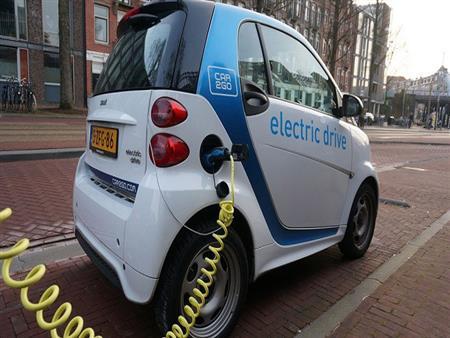أسباب تعوق انتشار السيارات الكهربائية في مصر حاليًا.. فيديوجرافيك