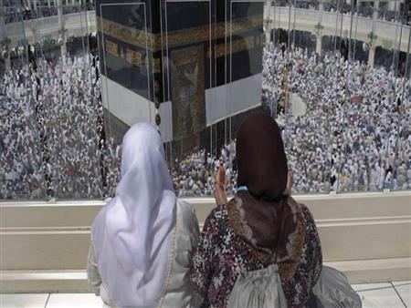 أمين الفتوى: يجوز للمرأة أن تحج وتعتمر بدون محرم