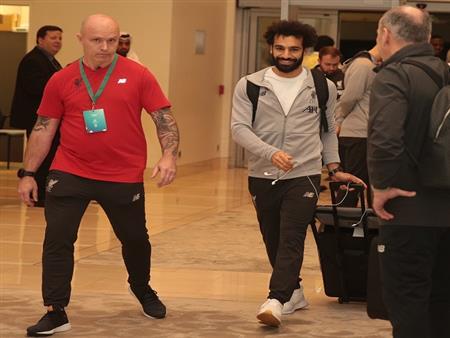 بالصور.. بينهم صلاح.. وصول بعثة ليفربول إلى قطر للمشاركة بمونديال الأندية