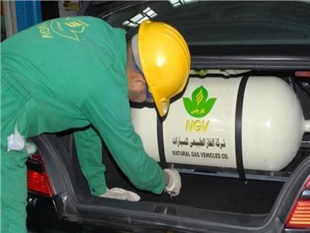 """""""هتوفر 1200 جنيه كل شهر"""".. الحكومة تحث المواطنين على استخدام الغاز للسيارات"""