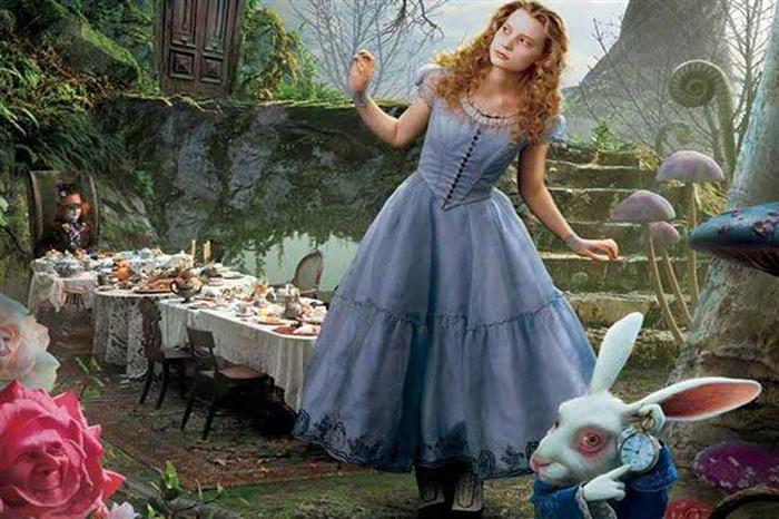 """أليس في بلاد العجائب"""".. قصة أطفال تحولت لمرض"""""""