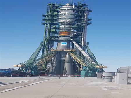 لحظة إطلاق القمر الصناعي المصري على متن الصاروخ الروسي -فيديو