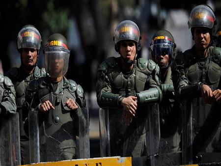 انشقاق 60 من قوات الأمن الفنزويلية وهروبهم إلى كولومبيا
