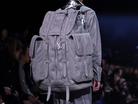 ماركة عالمية تطرح حقيبة ظهر بـ225 ألف جنيه (صورة)
