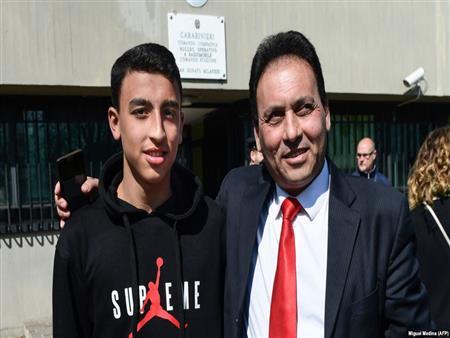 بعد إحباطه مذبحة.. إيطاليا تفكر في منح الطفل المصري البطل الجنسية