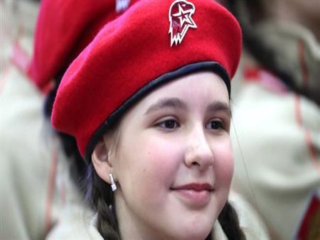 """بالصور: آلاف الأطفال الأيتام الروس في """"جيش شبيبة"""" بوتين"""