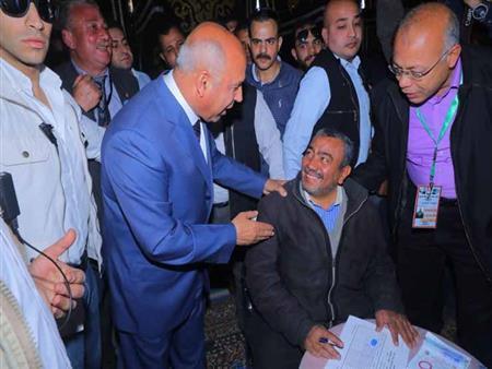 """""""تحذير وتوجيه وإشادة"""".. ماذا فعل كامل الوزير داخل محطة مصر اليوم؟"""