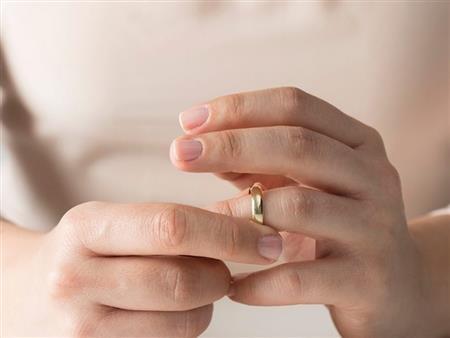 """""""دعاء"""" في دعوى خلع: شقيقي أجبرني على الزواج.. و""""نفسي أعيش سني"""""""